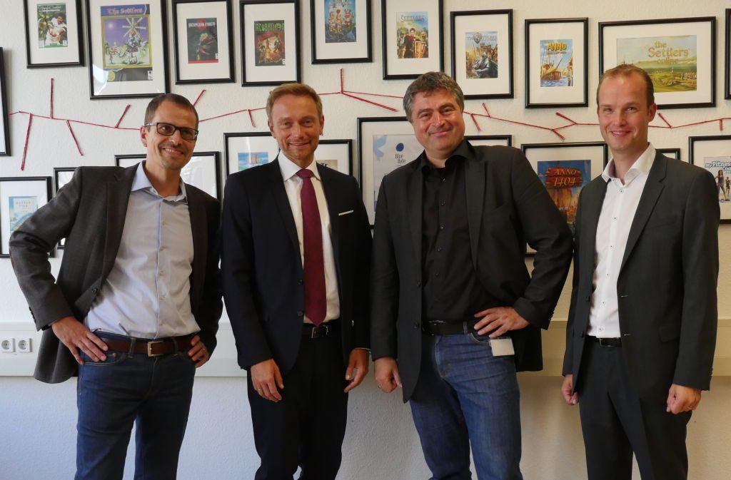 Blue Byte sucht regelmäßig den Austausch mit der Politik - wie hier beim Besuch der NRW-FDP-Spitze (von links: Ubisoft-Geschäftsführer Ralf Wirsing, Fraktions-Chef Christian Lindner, Blue-Byte-Studioleiter Benedikt Grindel, FDP-Sprecher Marcel Hafke).