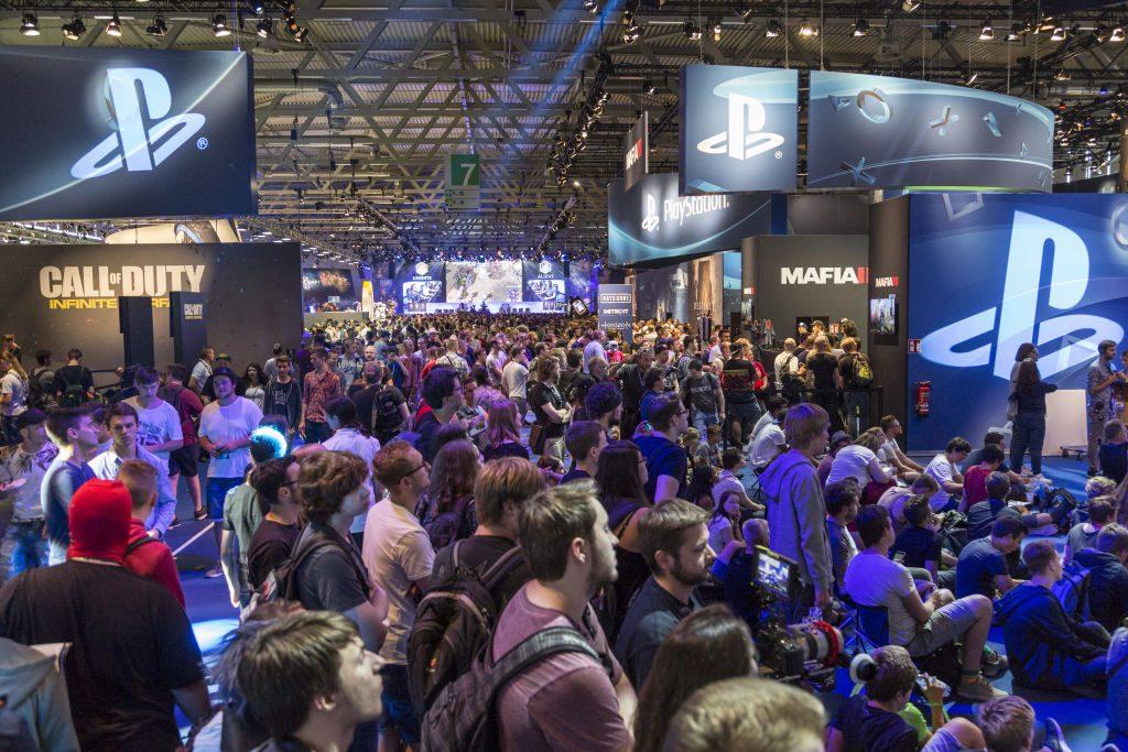 Full House: Auf dem Gamescom-Messestand von Sony PlayStation herrscht traditionell dichtes Gedränge (Foto: KoelnMesse).