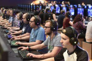 Künftig bleiben beim Gamescom-Sonntag die Rechner aus: Ab 2017 endet die Gamescom stets am Samstag (Foto: KoelnMesse).