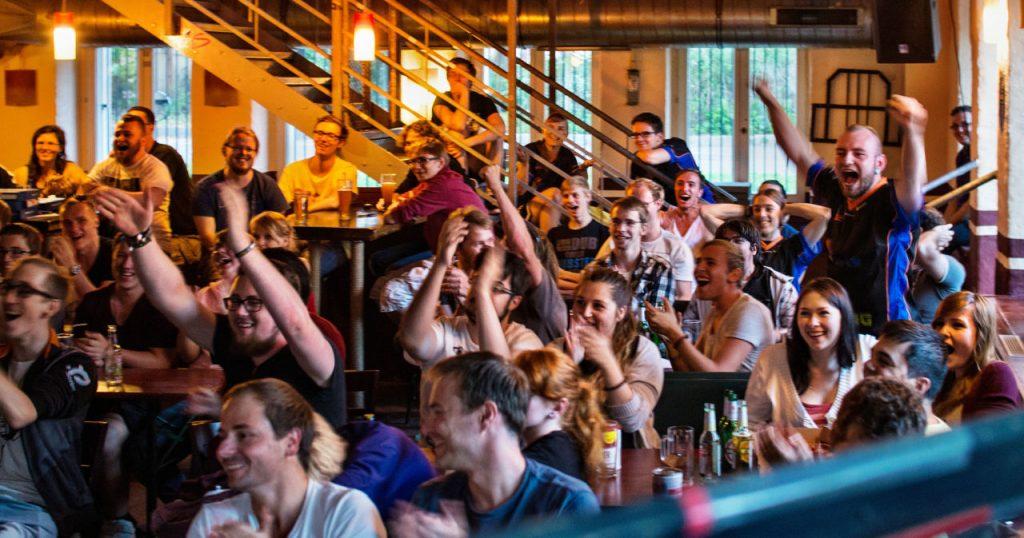 Regelmäßig veranstaltet Leipzig eSports Public-Viewing-Events bei großen Turnieren (Foto: Marco Schur / www.marcoschur.de)