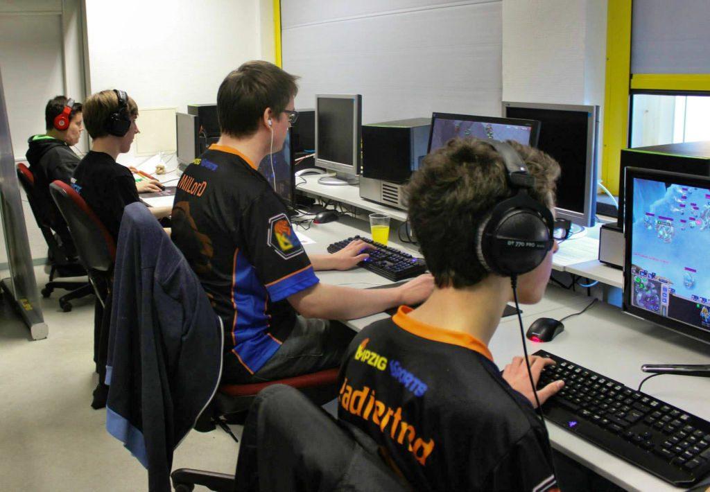 Bei vereinsinternen Trainings verbessern die Mitglieder von Leipzig eSports ihre Fähigkeiten in Disziplinen wie Starcraft 2.