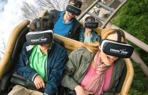 Die Fahrgäste im Europa-Park tragen eine handelsübliche Samsung Gear VR (Foto: Europa-Park).