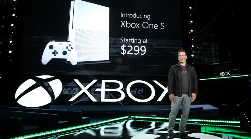 Auf der E3 2016 stellte Xbox-Chef Phil Spencer sowohl die Xbox One S als auch Project Scorpio vor.