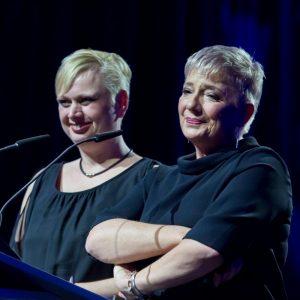 Svenja Bhatty und Christiane Gehrke, Gaming-Aid e. V. (Deutscher Entwicklerpreis 2016 / Foto: Aruba Events GmbH/Uwe Völkner)