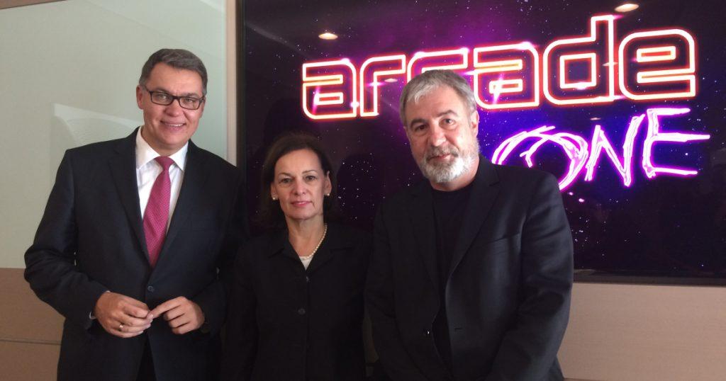 Thomas Westphal (Wirtschaftsförderung Dortmund), Sabine Loos (Westfalenhallen Dortmund) und Mitinitiator Elmar Giglinger bei der Arcade One-Pressekonferenz am 10. Januar 2017.