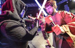 Täuschend echte Lichtschwerter auf der Gamescom 2016 (Foto: KoelnMesse)