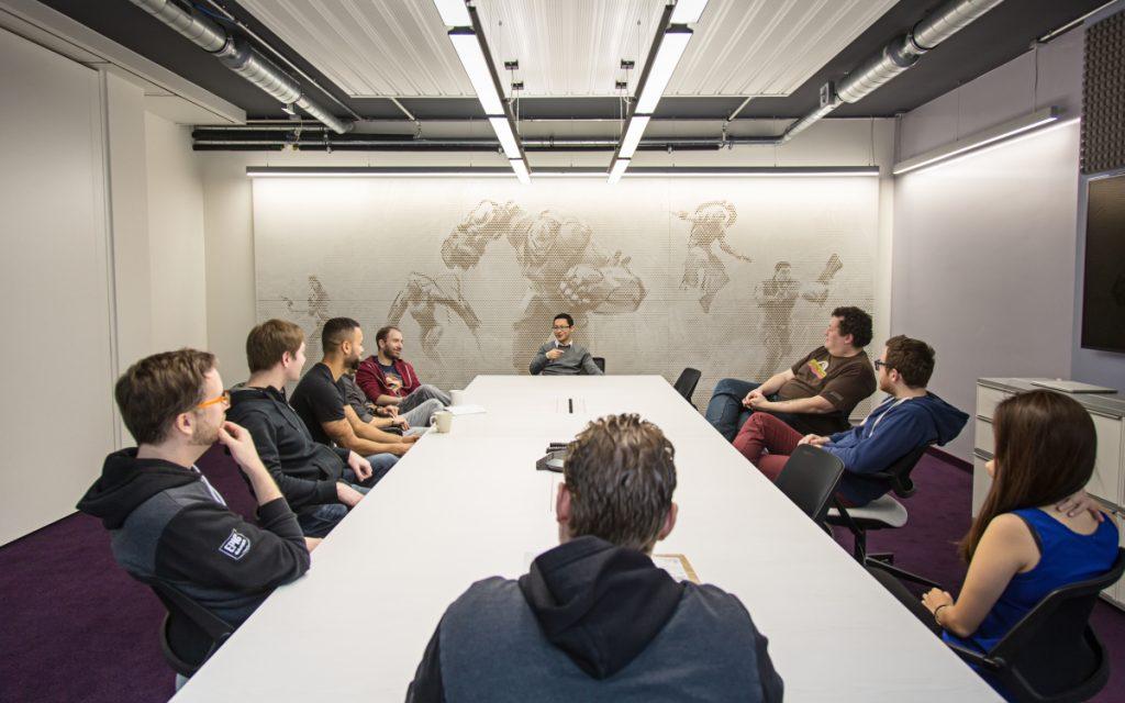 Paw Larsen (am Kopf des Tisches) ist Geschäftsführer der Epic Games GmbH.