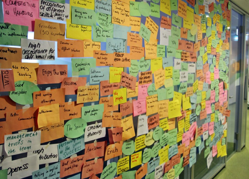An dieser Wand haben InnoGames-Mitarbeiter aufgeschrieben, was ihnen in ihrem Job wichtig ist.