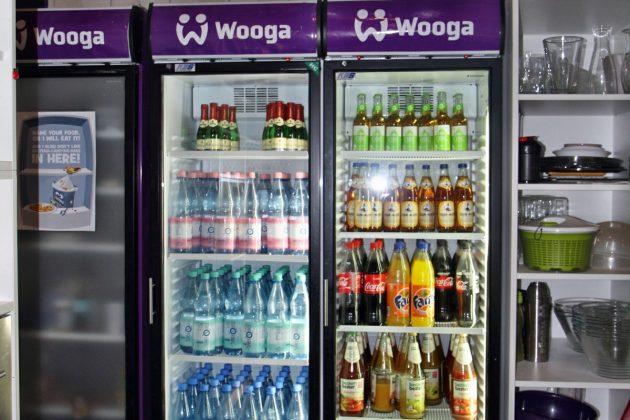 Für spontane festliche Anlässe hält der Kühlschrank sogar einige Prosecco-Fläschchen bereit.