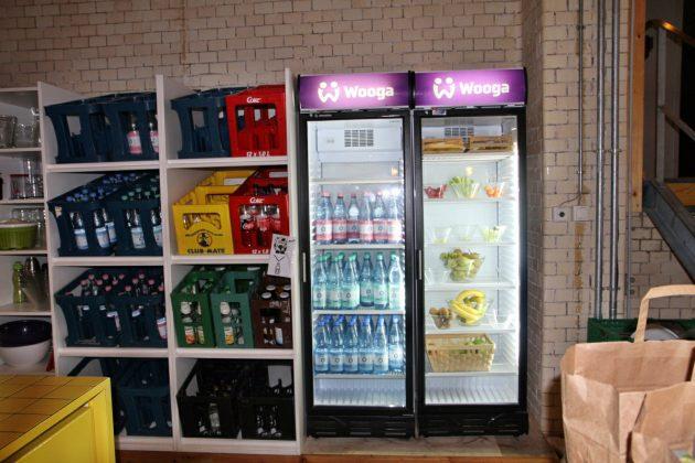Selbst die Getränkeautomaten erstrahlen im Wooga-Design.