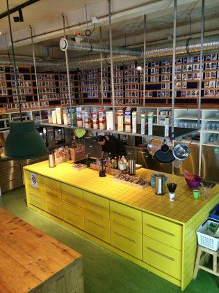 Zentraler Treffpunkt: die großzügige Küche mit Gratis-Müsli und -Getränken