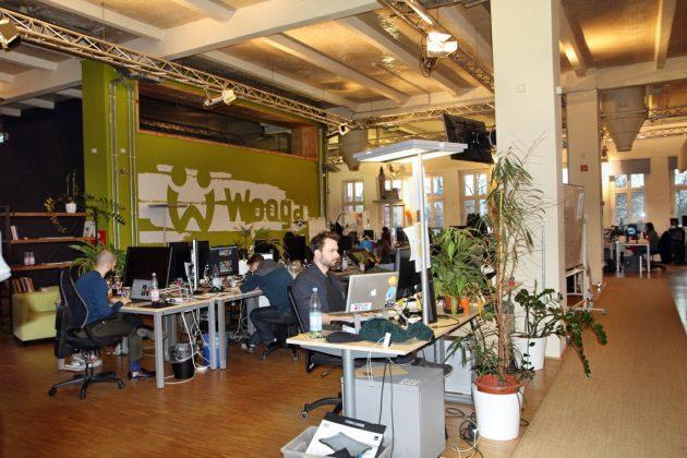 Jedes Entwickler-Team sitzt in einem eigenen Großraumbüro.
