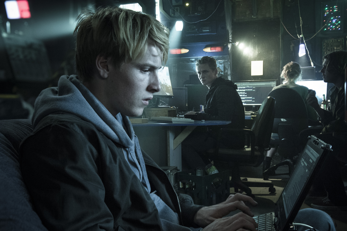 Dreadnought Yager Infiltriert Amazon Serie You Are Wanted Szene Aus