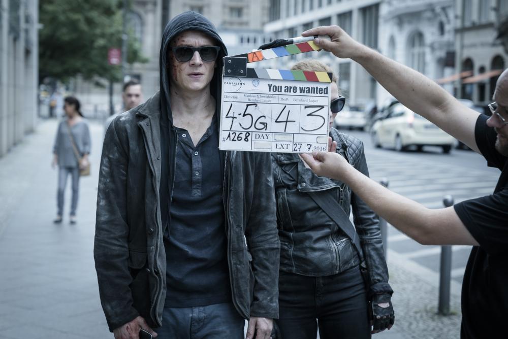 You Are Wanted: Matthias Schweighöfer ist Hauptdarsteller, Produzent und Regisseur der Amazon-Serie (Foto: Stephan Rabold / Amazon Studios / Warner)