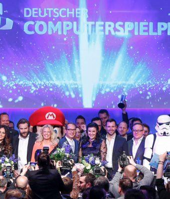 Deutscher Computerspielpreis 2017: Preisträger, Laudatoren und Ausrichter beim großen Finale (Foto: Quinke Networks)