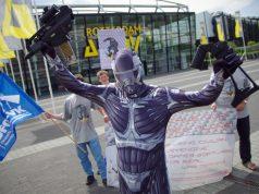 Nach der DCP-Gala nutzen die Aktivisten der DFG-VK auch die Rüstungsmesse in Rotterdam für Protestaktionen (Foto: DFG-VK)