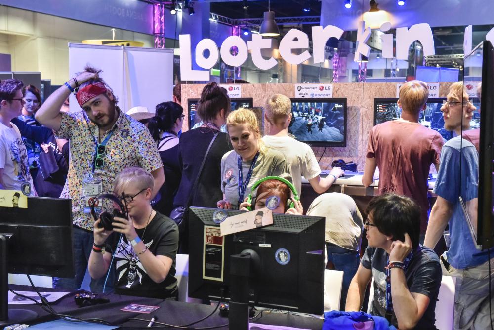 Anspielen statt anstehen: Die Entwickler persönlich assistieren auf dem Indie Arena Booth (Foto: KoelnMesse/Thomas Klerx)