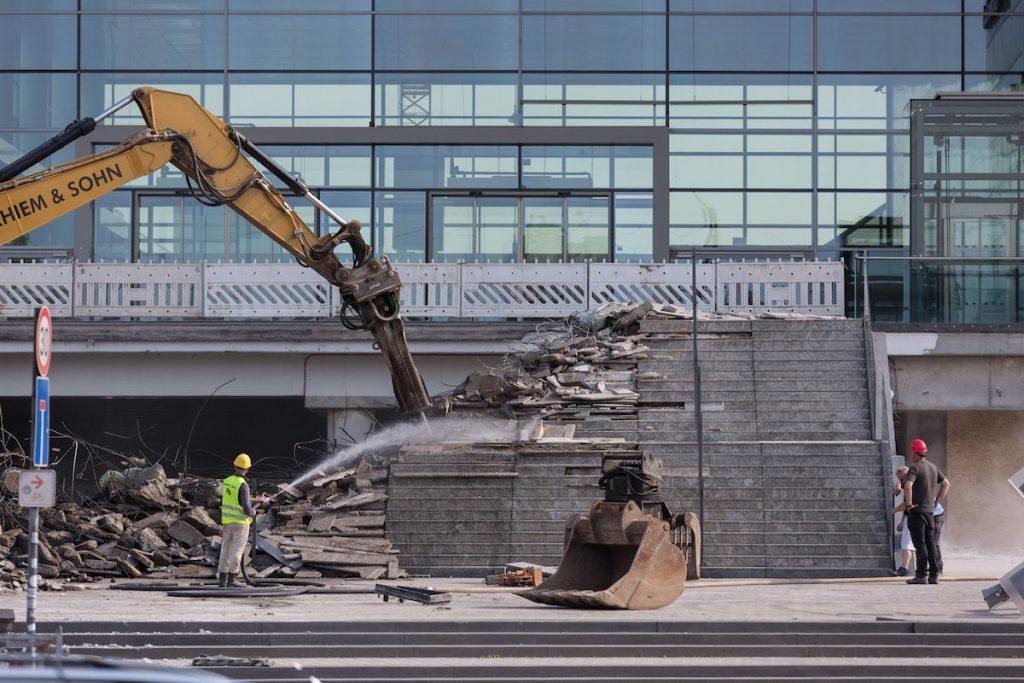 Vorboten der MesseCity Köln: Der bekannte Treppenaufgang am Eingang Süd der KoelnMesse wurde bereits abgerissen (Foto: KoelnMesse/Tobias Vollmer)
