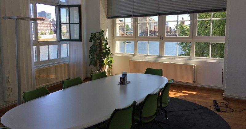 Meerblick: Vom Meetingraum aus hat man einen grandiosen Blick auf die Spree.