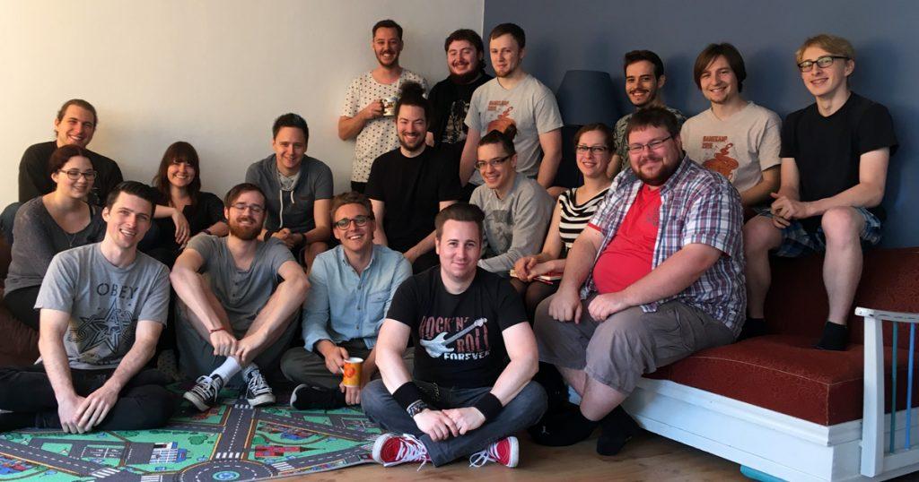 Ausgerechnet der Chef ist säumig: Das Team von Mimimi Productions - abzüglich Johannes Roth.