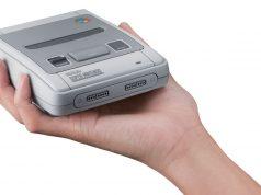 """Passt bequem in eine Hand: das Super NES als """"Nintendo Classic Mini""""-Version."""