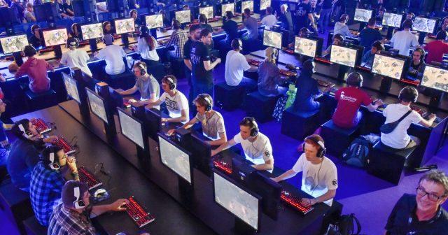 Blizzard Entertainment baut auch auf der Gamescom 2017 Hunderte von Spielstationen auf (Foto: KoelnMesse / Thomas Klerx)
