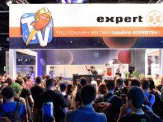 """Auf dem Expert-Stand in Halle 10.1 sendet Rocket Beans TV live aus dem """"Gläsernen Studio"""" (Foto: Expert)."""