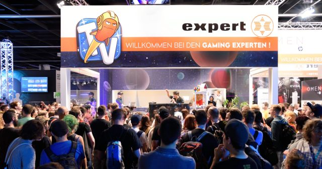 Auf dem Expert-Stand in Halle 10.1 sendet Rocket Beans TV live aus dem