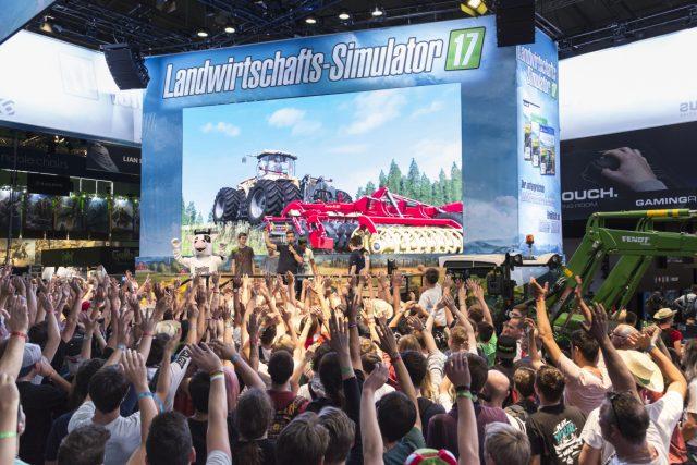 Spiele wie der Landwirtschafts-Simulator (hier der Gamescom-Auftritt 2016) haben zum steigenden Games-Umsatz beigetragen (Foto: KoelnMesse / Harald Fleissner)