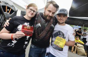 Selfies, Autogramme und kostenlose Umarmungen: Letsplayer Gronkh gehört fast schon zum Gamescom-Inventar (Foto: KoelnMesse / Jürgen Dehninger)