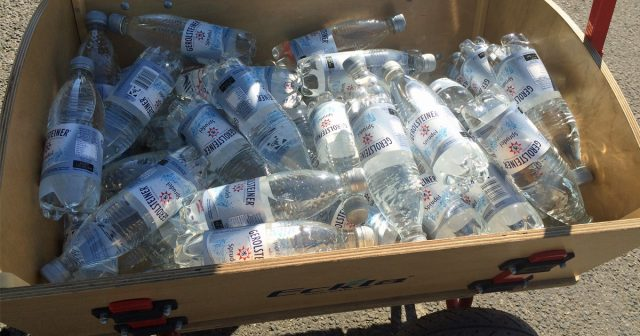 Gerolsteiner verteilt auch 2017 an den Gamescom-Eingängen kostenloses Mineralwasser.