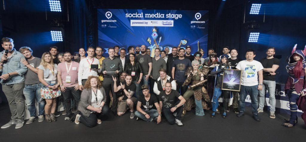Alle Gewinner und Laudatoren des Gamescom Award 2017 (Foto: KoelnMesse / Oliver Wachenfeld)