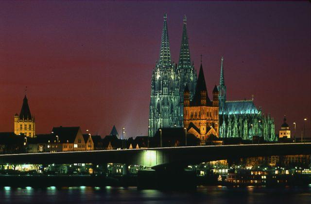 Nächtliches Köln: Gibt es ab der Gamescom 2018 eine