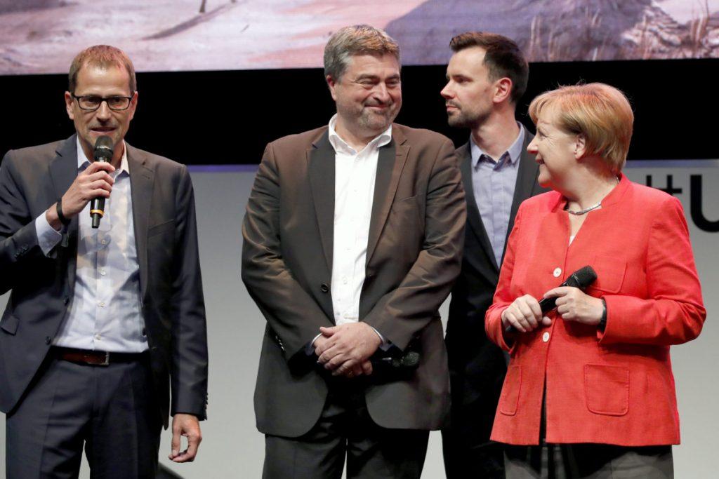 Eröffnung der Gamescom 2017: Ubisoft-Deutschland-Geschäftsführer Ralf Wirsing, Ubisoft-Blue-Byte-Studiomanager Benedikt Grindel, BIU-Geschäftsführer Felix Falk und Bundeskanzlerin Angela Merkel (Foto: Getty Images/Franziska Krug/BIU)