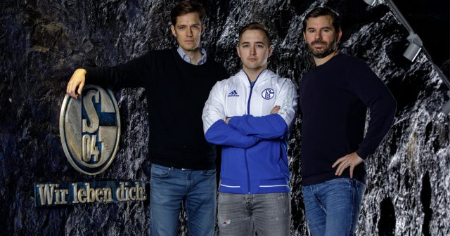 Von links nach rechts: Hans Christian Dürr (Head of eSports), Mitch Voorspoels (Headcoach LoL), Tim Reichert (Chief Gaming Officer) - Foto: FC Schalke 04 eSports/Rabas