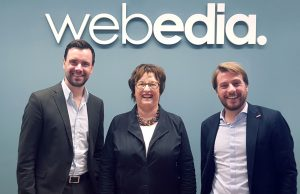BIU-Geschäftsführer Felix Falk (links) und Webedia-CEO Marc-Andreas Albert (rechts) begrüßen Wirtschaftsministerin Brigitte Zypries.