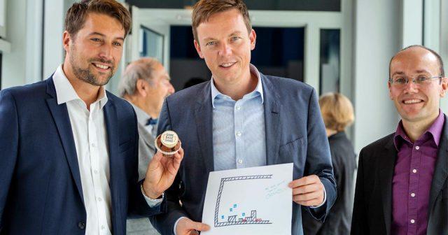 Start der Games-Förderung im Saarland: Uwe Conradt (Saarland Medien), Ministerpräsident Tobias Hans (CDU) und Sebastian Connette (Landesmedienanstalt Saarland) - Foto: LMS / Jonas Meiser