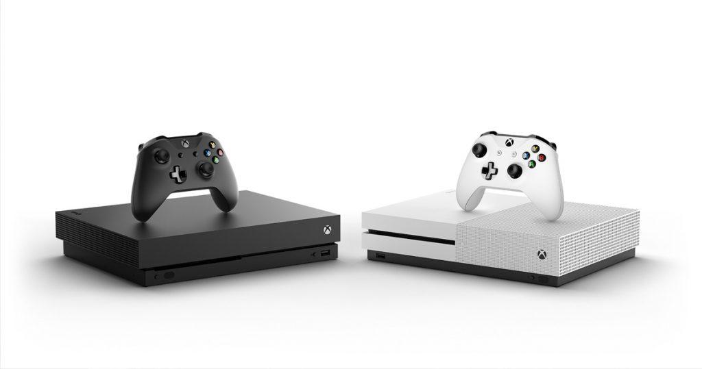 Größenvergleich mit der Xbox One S (rechts): Die Xbox One X im traditionellen Xbox-Schwarz bietet deutlich höhere Leistung bei kompakteren Abmessungen.
