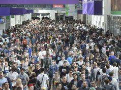 Gedränge auf dem Messe-Boulevard: Die Gamescom 2017 zog mehr als 355.000 Besucher an (Foto: KoelnMesse/Thomas Klerx)