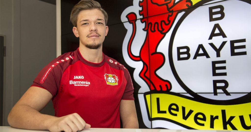 """Marvin Hintz (""""M4RV"""") war mehrmals nah dran an der """"FIFA""""-Meisterschale - als Profi bei Bayer 04 Leverkusen soll es endlich klappen."""
