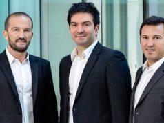 Der bisherige Crytek-CEO Cevat Yerli (Mitte) übergibt die Geschäftsführung an Faruk und Avni Yerli.