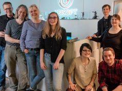 Das Studium von Alba Pläp-Golfe (fünfte von links) wird durch das Games-Stipendium von Gaming-Aid und die Unterstützung von Ubisoft Blue Byte ermöglicht (Foto: Gaming-Aid e. V.)
