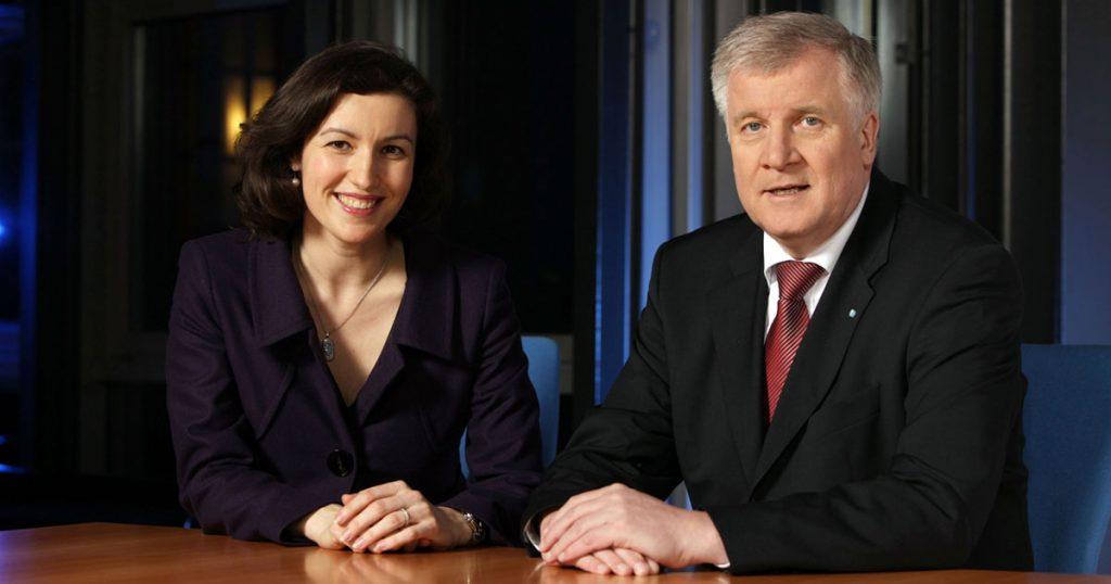 Zusammen mit Innenminister Horst Seehofer nimmt Dorothee Bär künftig als Staatsministerin für Digitalisierung am Kabinettstisch Platz.