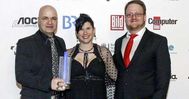 Deutscher Computerspielpreis 2018 am 10. April in München: Björn Pankratz und Jennifer Pankratz von Piranha Bytes und THQ-Nordic-Sprecher Florian Emmerich feiern den Publikumspreis für