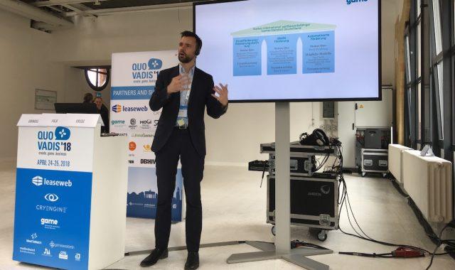 Game-Geschäftsführer Felix Falk stellt das Konzept für den Deutschen Games-Fonds vor.