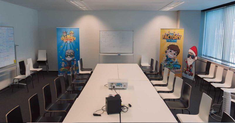 Der Meeting-Raum von Fluffy Fairy Games
