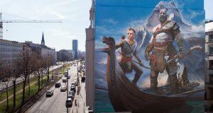 """Schon tagsüber beeindruckend, bei Nacht umso mehr: das """"God of War""""-Graffiti in Berlin."""