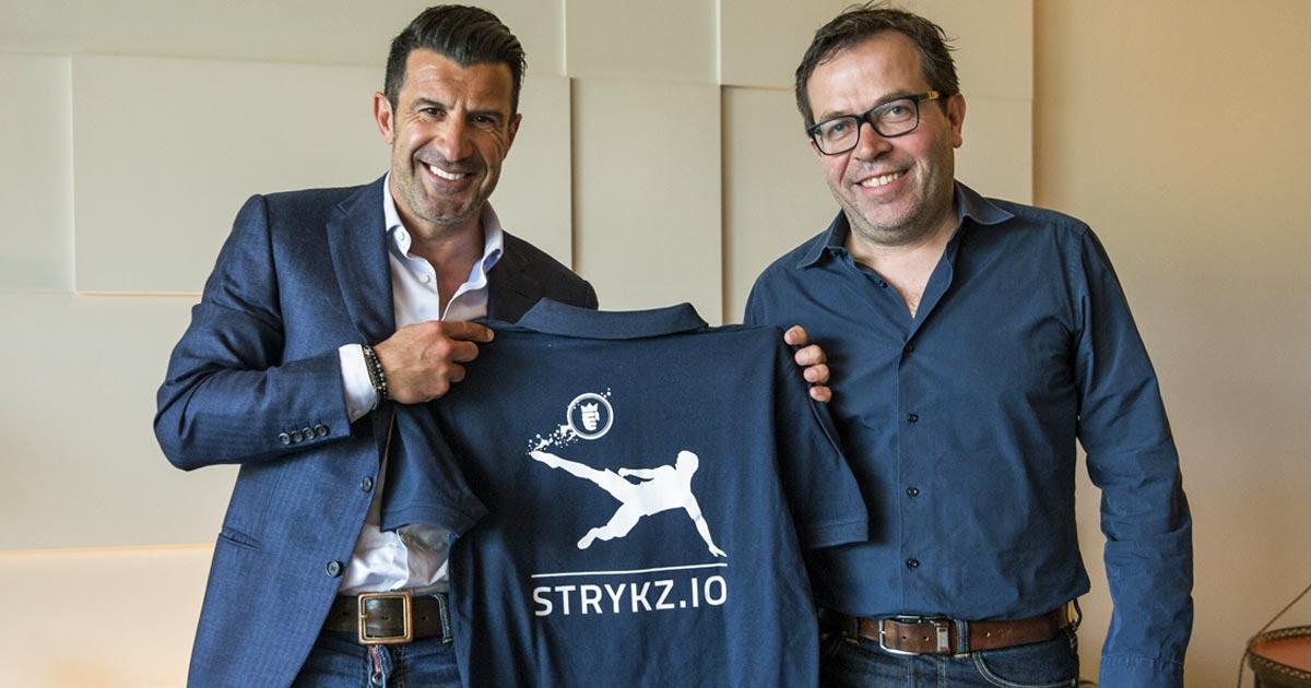 Stryking-CEO Dirk Weyel (rechts) verpflichtet Fußball-Legende Luís Figo.