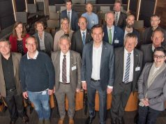 Bayerns Digitalminister Georg Eisenreich (vordere Reihe, 3. von rechts) besucht mit der Games-Delegation den Effekt-Spezialisten Rodeo FX in Montreal (Foto: Rodeo FX)