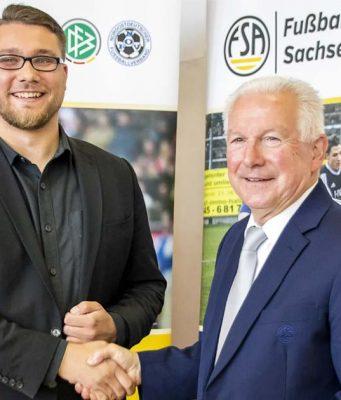 """Der Fußballverband Sachsen-Anhalt richtet mit dem ESBD den """"FSA Landespokal FIFA 19"""" aus (im Bild: ESBD-Präsident Hans Jagnow und FSA-Präsident Erwin Bugar, Foto: Maria Manneck)"""